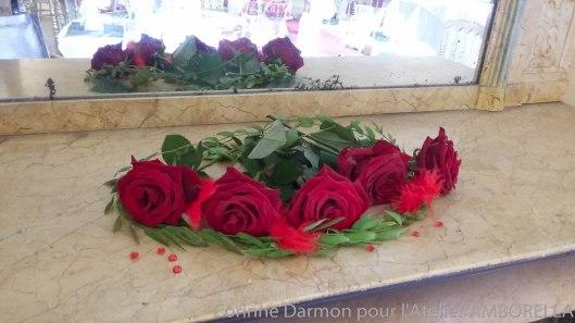 quelques roses sur la cheminée