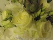 Bouquet de mariée blanc avec des plantes grasses