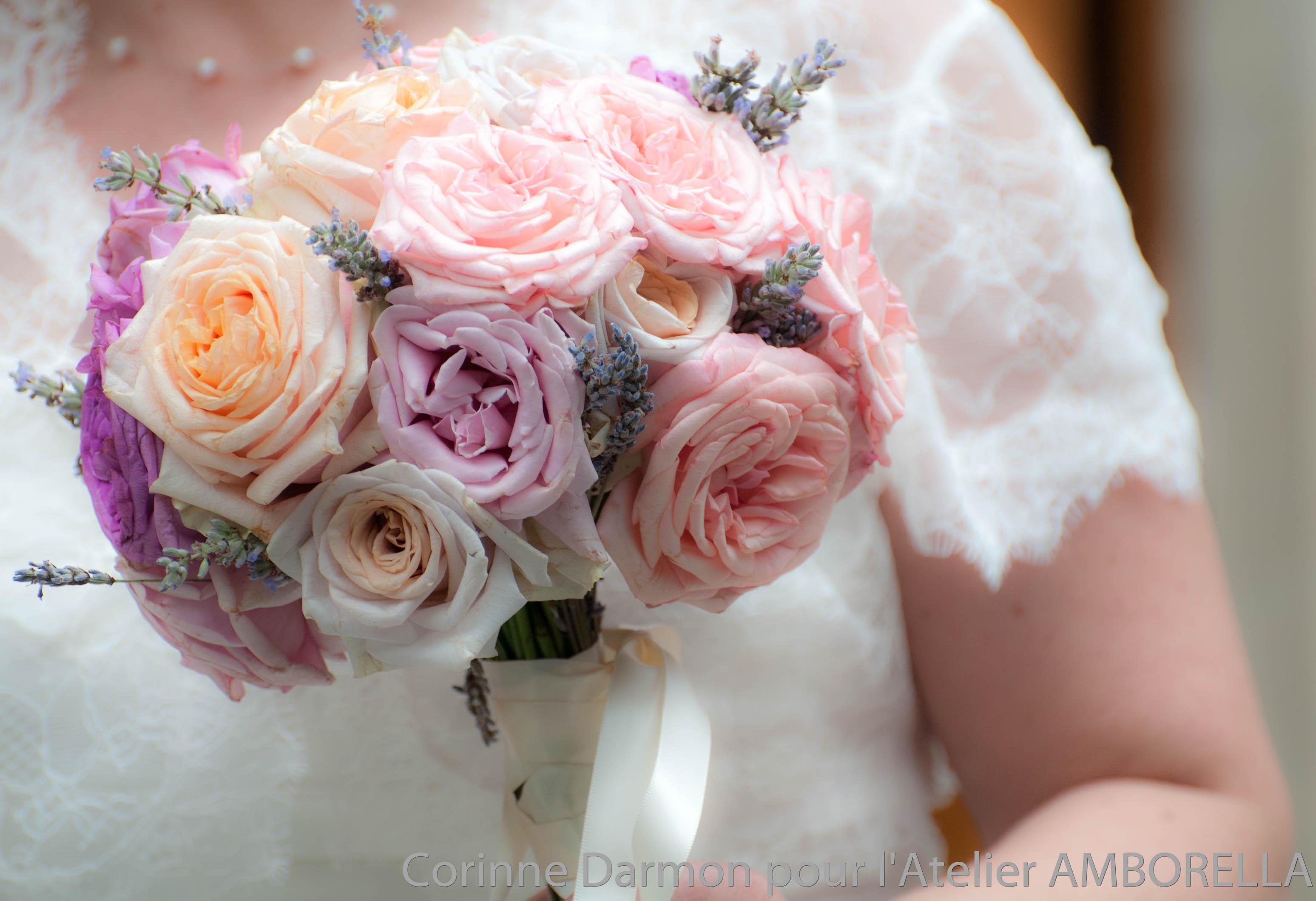 bouquet rond de mariée avec des roses anciennes « amborellacorinne