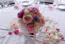Centre de table vintage avec des roses anciennes